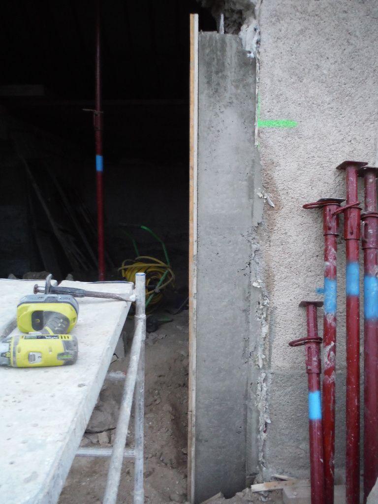 Décoffrage des piliers de la baie vitrée!