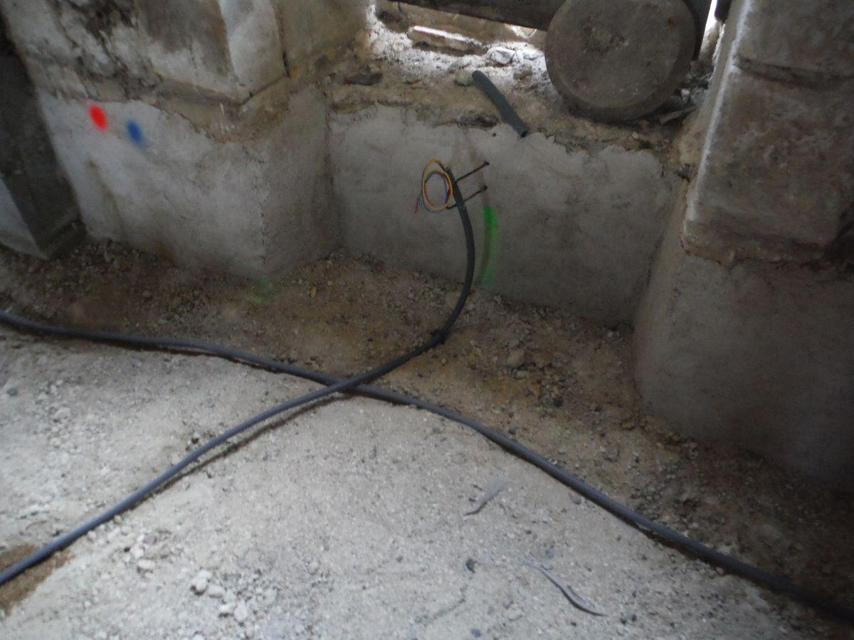 Mise en place des évacuations et gaines électriques dans la maison