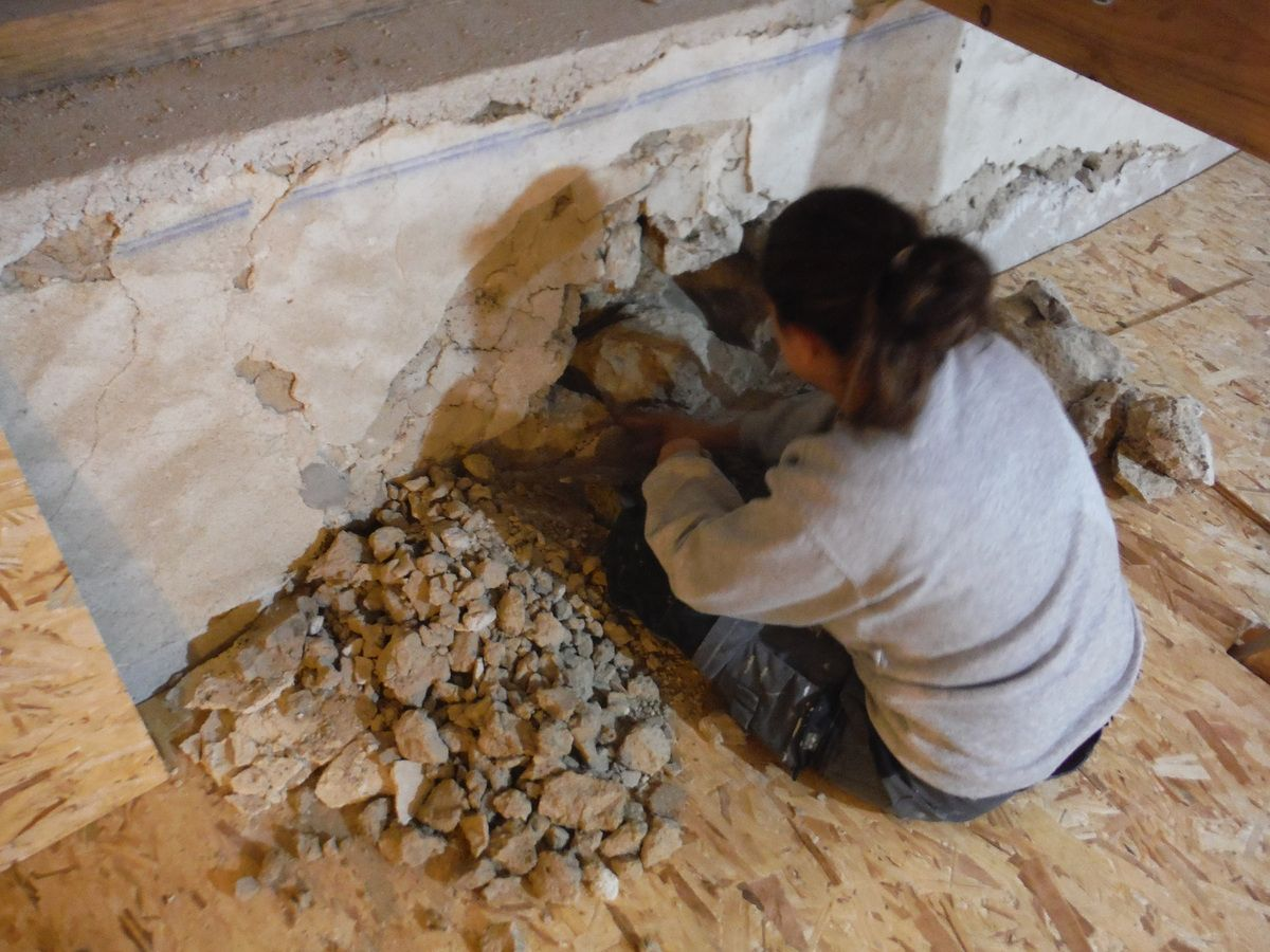 On pose les dalles de plancher de la deuxième partie!