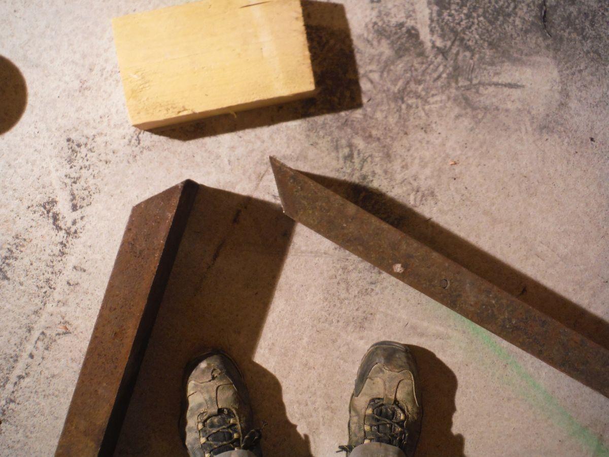 Faire un plancher suspendu sans poteau au sol.
