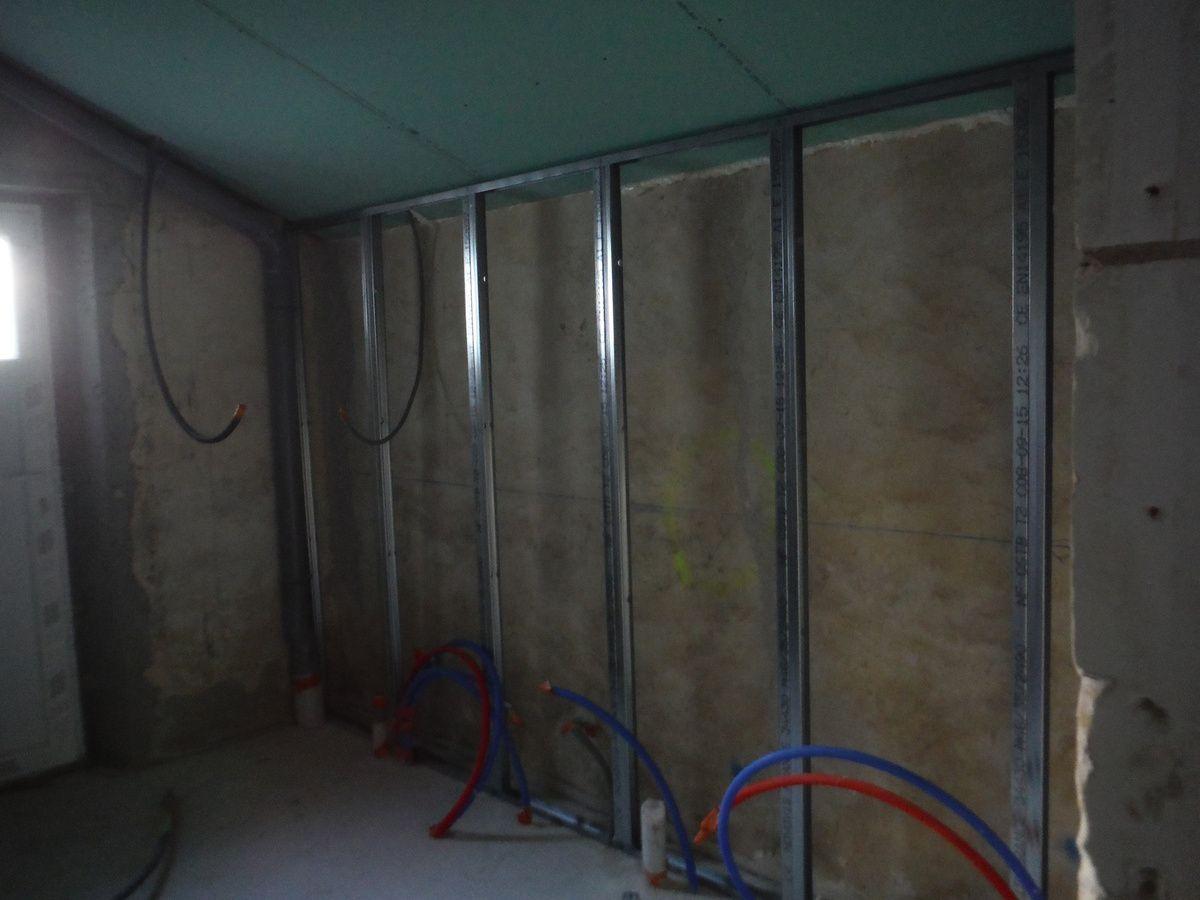 isolation des murs et placage r nover soi m me une maison en pierre. Black Bedroom Furniture Sets. Home Design Ideas