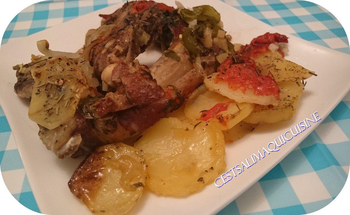 Côtelettes avec des légumes au four