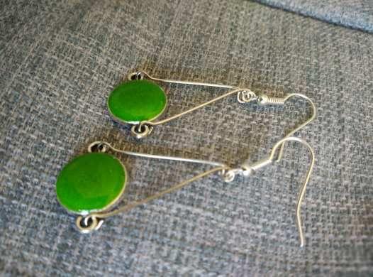 Boucles d'oreille résine vert irisé
