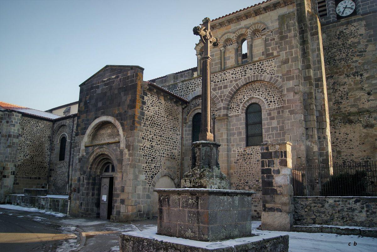 L' abbaye St-Pierre et St-Caprais de Mozac.
