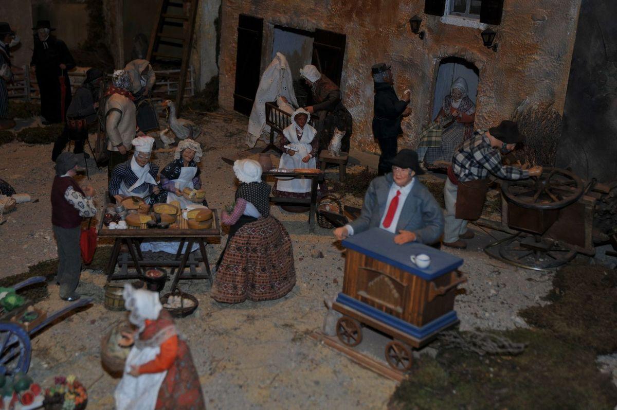 Différentes scènes de la grand ecrèche animée au Salon  en 2013