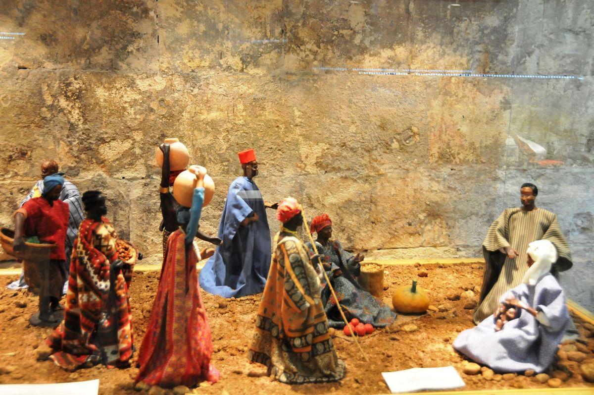 A voir au salon d'Arles la crèche noire de Simone Jouglas