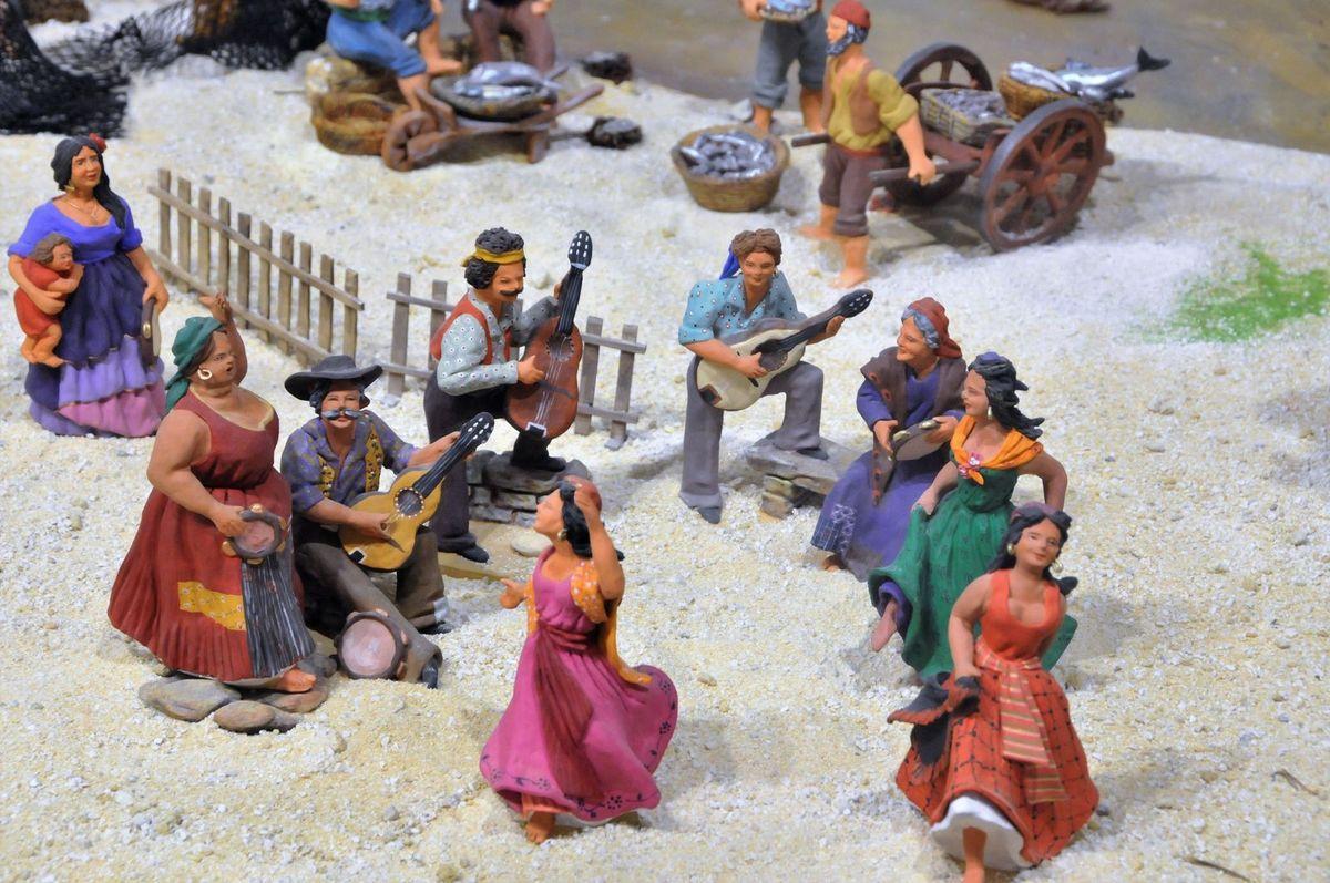 Le campement des gitans dans la crèche dArlette Bertello aux saintes Maries de la Mer. Santons H. Vezolles décorés par A. Bertello. Crèche encore visible jusqu'au dimanche 5 février inclus.