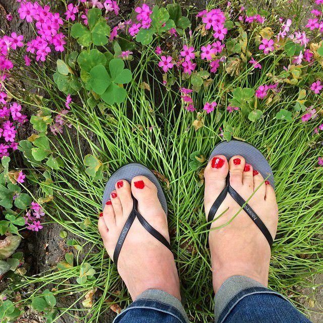 Moches pieds mais jolies tongs