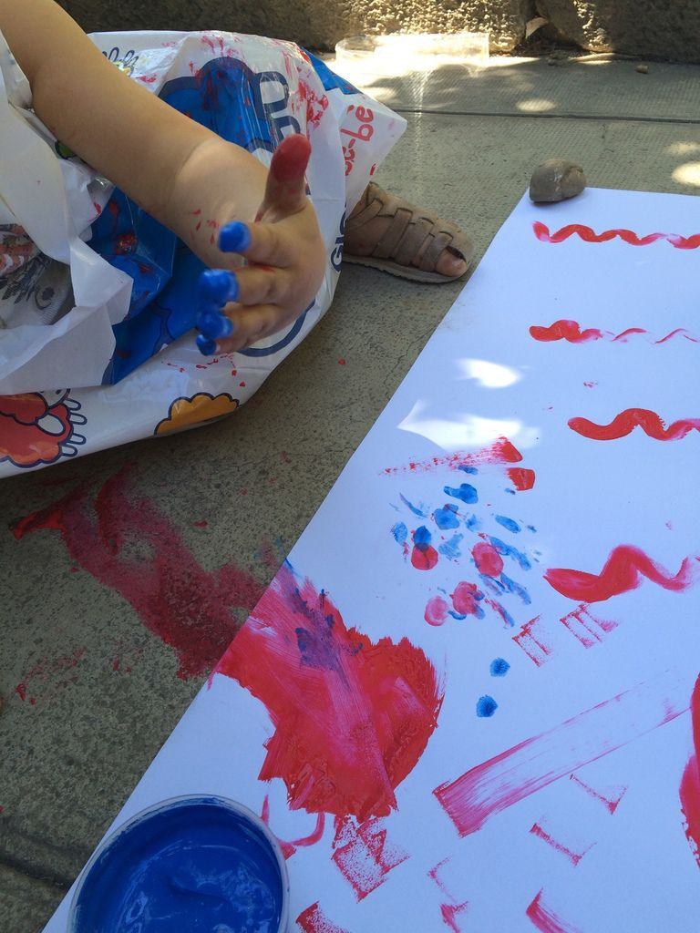 Peindre avec les doigts, c'est bien plus rigolo !