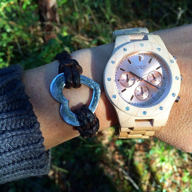 Une montre en bois, what else
