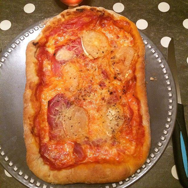 La pizza mozza, jambon cru, chèvre de la casa Zaza