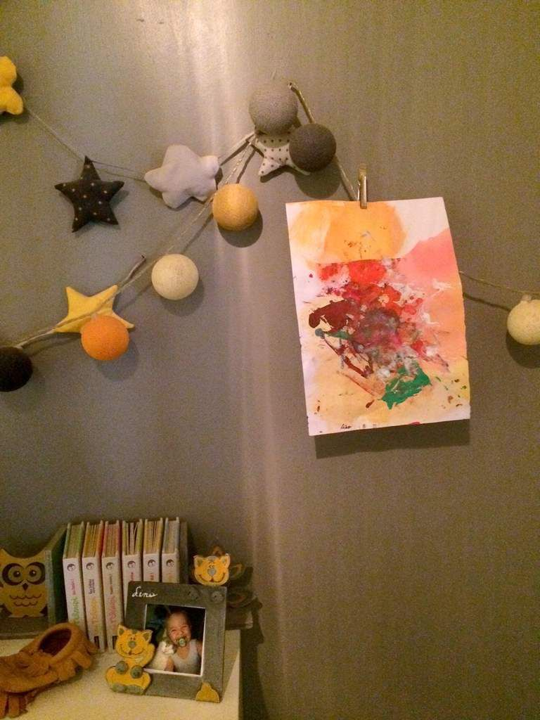 la petite chambre jaune et grise 2 ans apr s croque madame. Black Bedroom Furniture Sets. Home Design Ideas