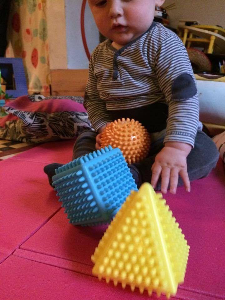 Les jouets sensoriels de bébé