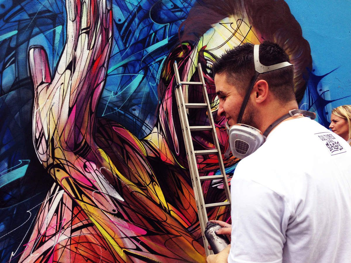 Hopare achevant son œuvre à l'Ourcq Living Colors - (Photo : © Thet Motou)