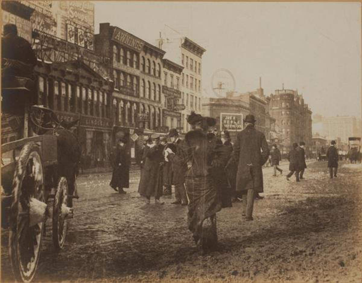 Broadway and West 34th Street, 1901 - © New York Public Library