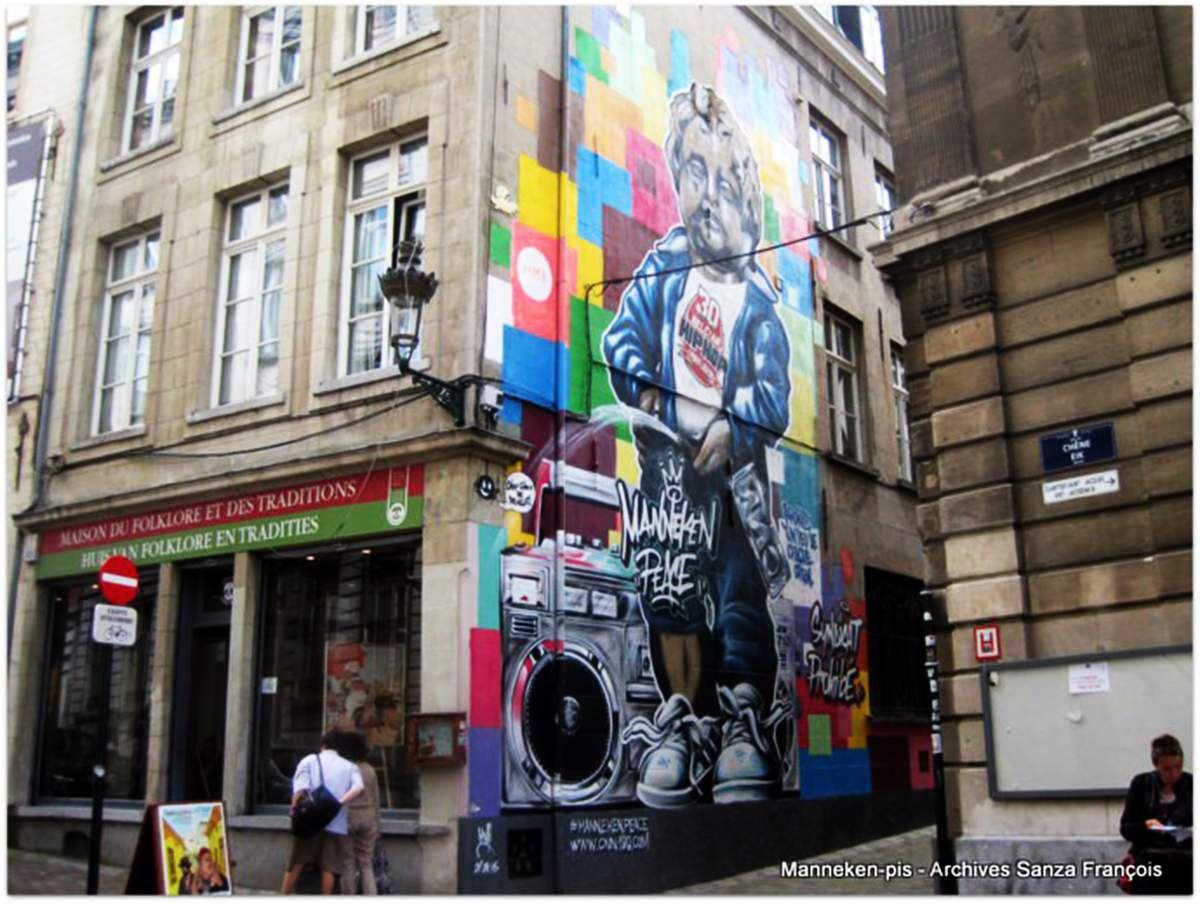 Coin de la rue du Chêne et Impasse du Val des Roses, à Bruxelles - http://bdmurales.skynetblogs.be/archive/2014/08/06/manekenpis-8251303.html