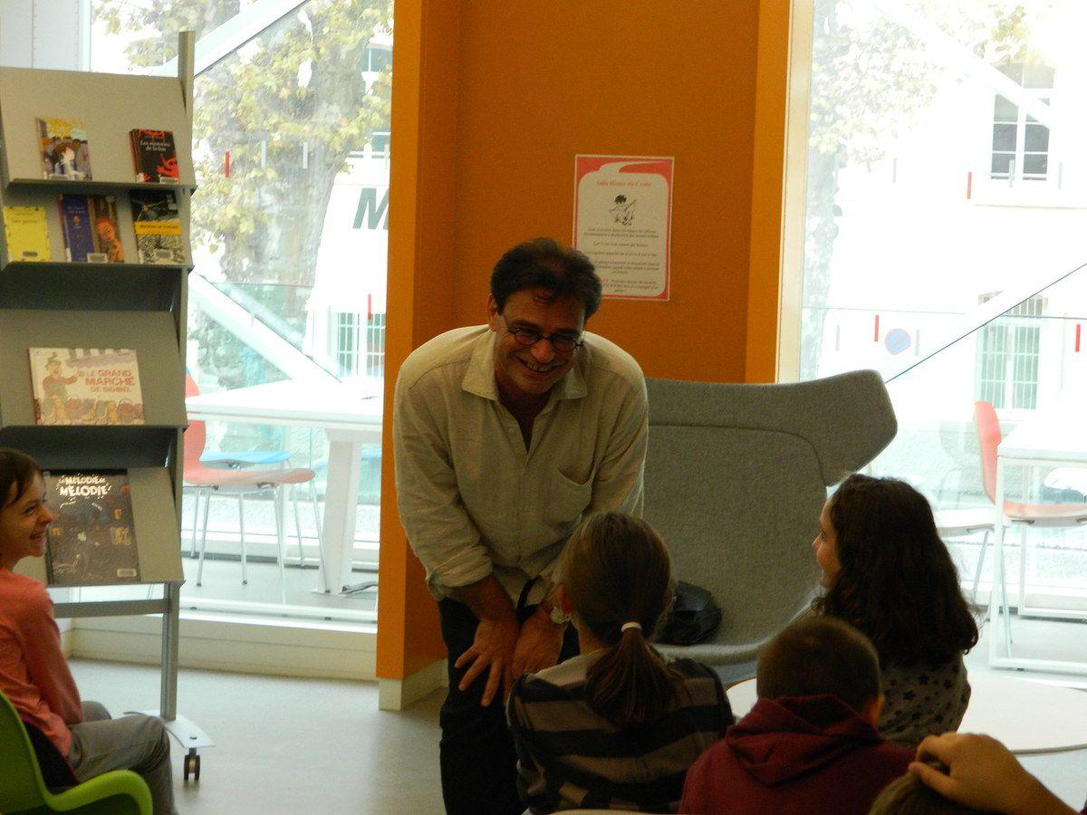 Hubert Ben Kemoun ravit les élèves de deux classes montoises (octobre 2013)