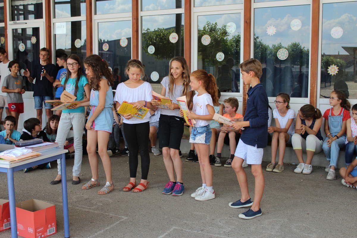 Certains des participants au concours Kangourou des classes de CE2/CM1, de CM2 et du collège.