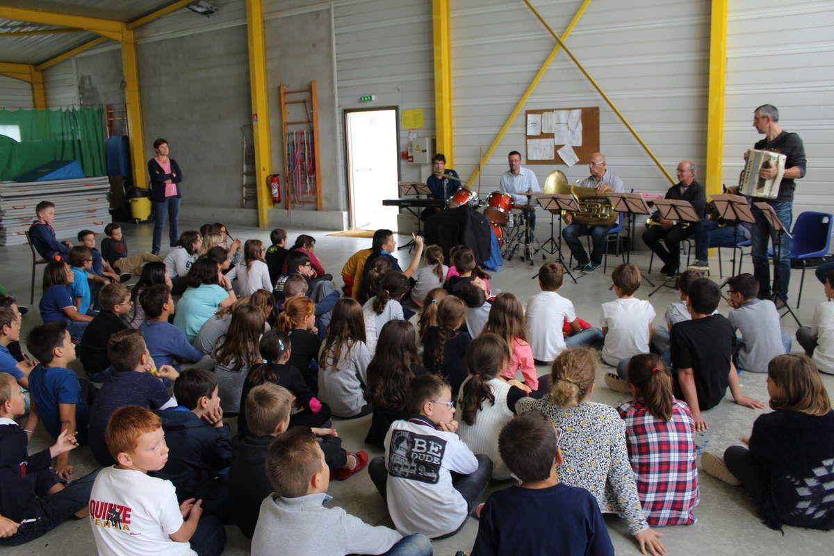 Mini concert à l'école Sainte-Marie