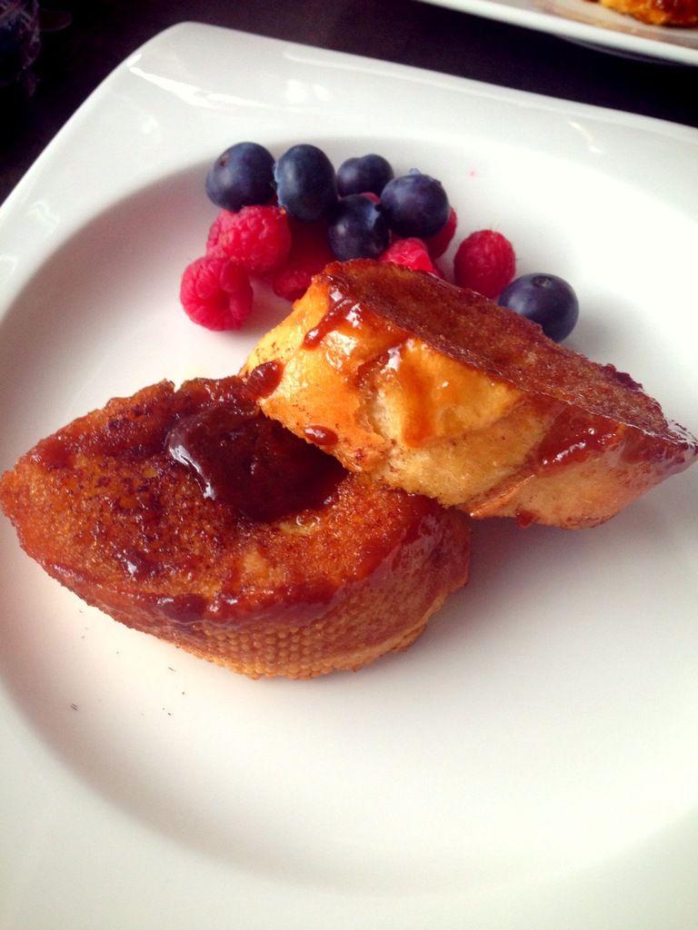 Pour les amateurs de desserts à l'assiette... Le chiquissime pain perdu au caramel