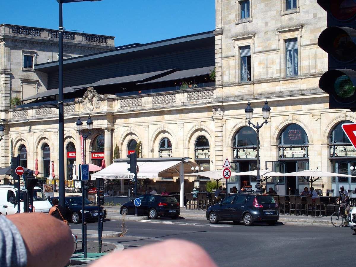 Dans le quartier de la Bastide de l'autre côté de la Garonne, voici l'ancienne gare