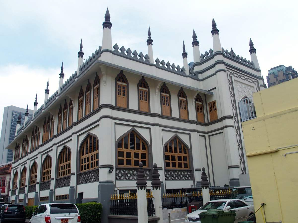 Masjid Sultan, la mosquée principale des Malais et Indonésiens. Pour y entrer il faut, à nous les femmes, porter une robe longue...
