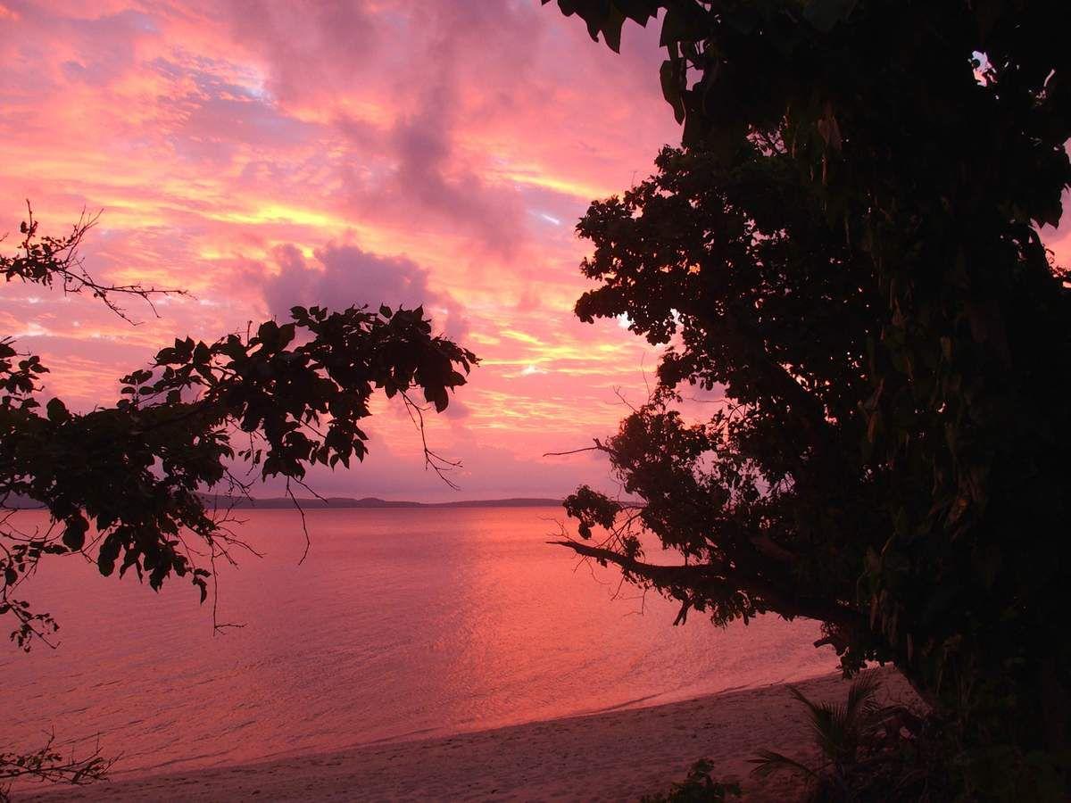 Sur Pelé coucher de soleil incroyable vu le ciel couvert une heure avant même pas