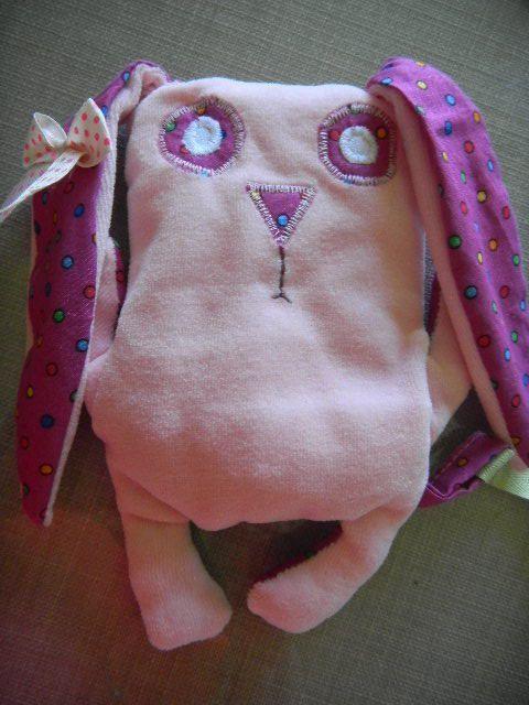 pour les bébés , une poche avec un doudou .