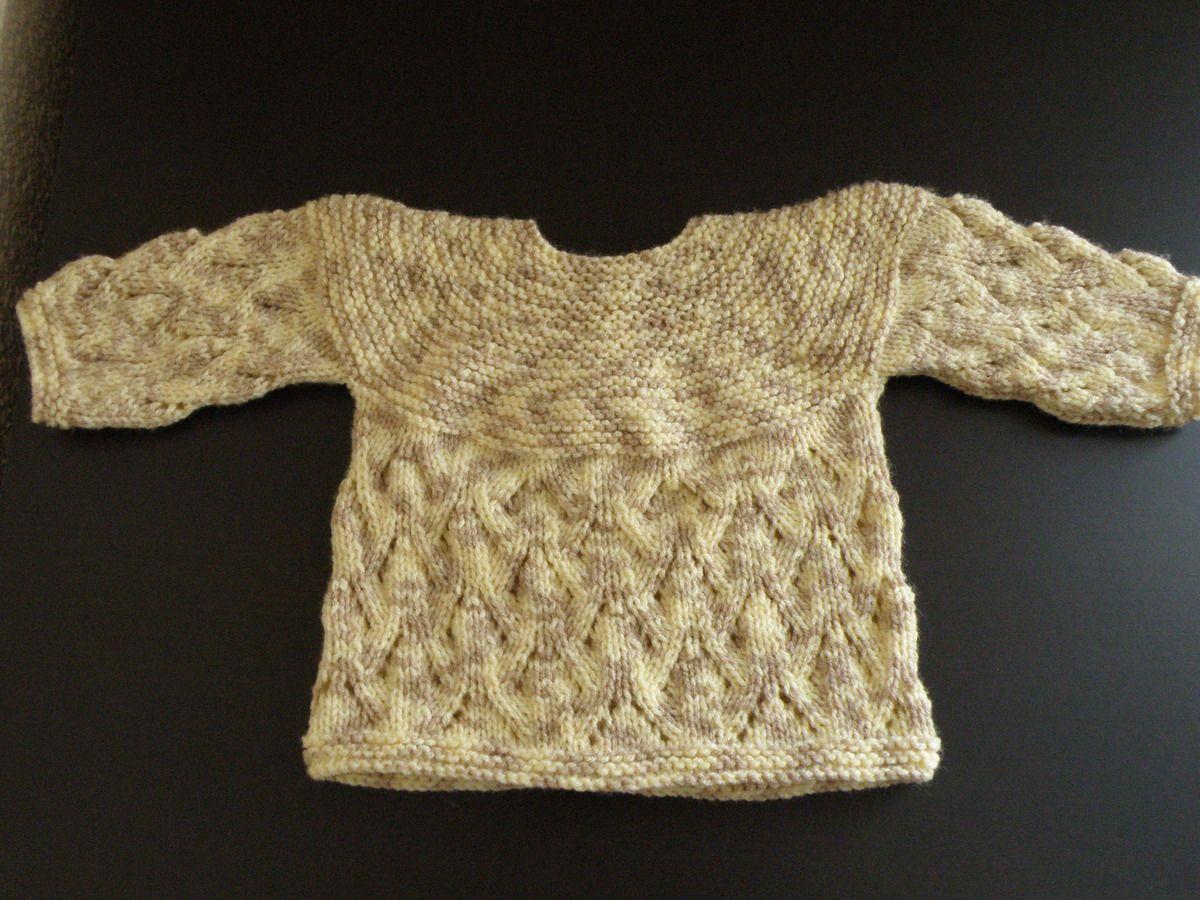 Brassière naissance tricotée avec des aiguilles N°3.