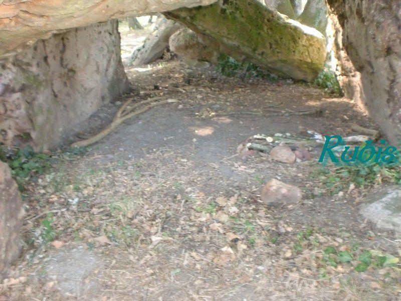 Dolmen de la Pierre Couverte du Corbeau ou des Friches du Corbeau, Louresse-Rochemenier
