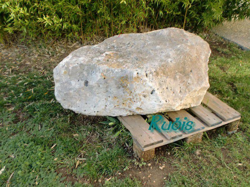 Menhir de la Galoche de Gargantua, Dolus d'Oléron, exposé à Saint Pierre d'Oléron