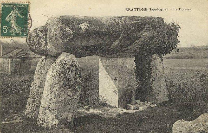 Dolmen de la Pierre Levée ou Peyrelevade, Brantôme