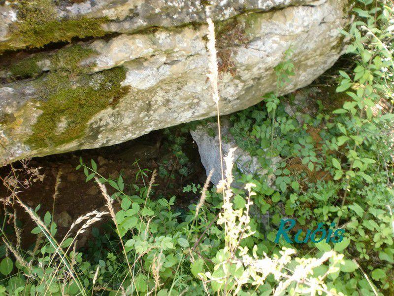 Dolmen A de Pouzac, Roches-Prémarie-Andillé