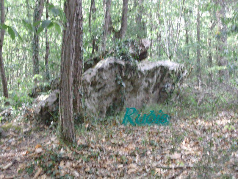 Dolmen de la Roche Vernaise ou Vernaize, Les 3 Moutiers