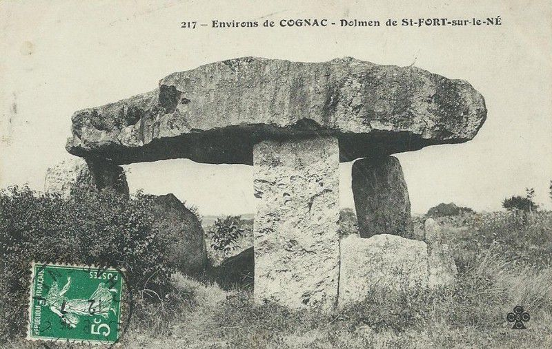 Dolmen de la Pierre Levée, Saint Fort sur le Né