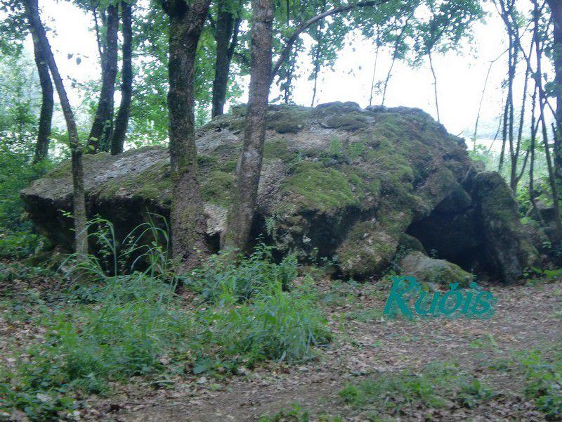 Dolmen A ou 1 des Liboureaux, Angles sur l'Anglin
