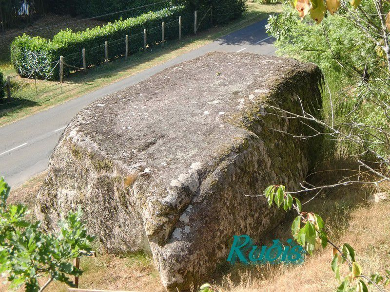 Menhir (?) de la Pierre Fade, Availlès-Limouzine