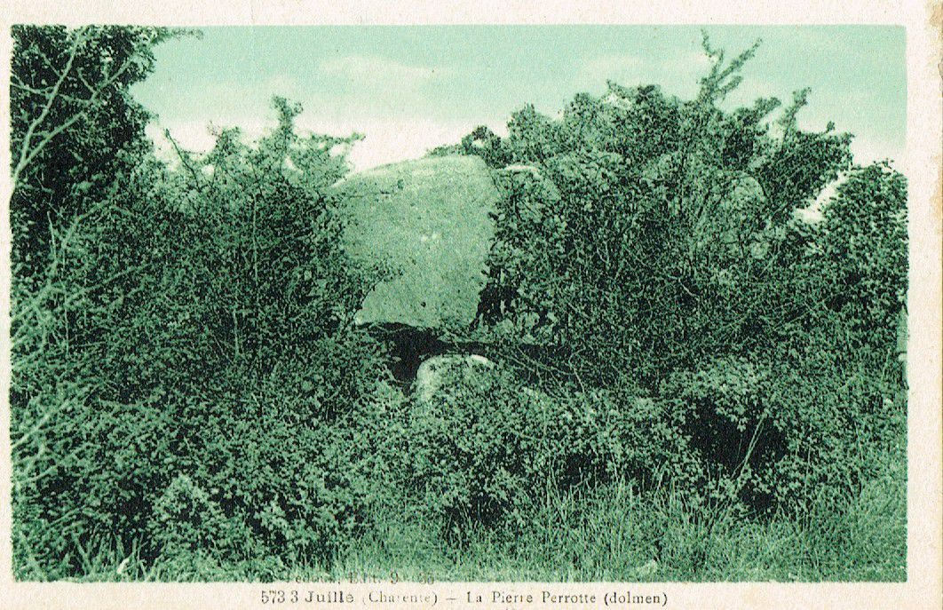 """Dolmen de la Petite Perotte (ou """"Perrotte""""), Fontenille"""