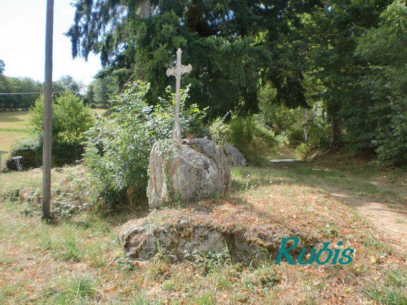 Pierre et croix de la Chaudure, Champagnat