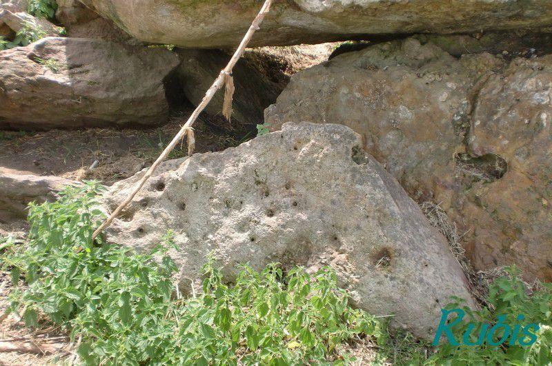 Dolmen de la Pierre de Verre ou de Vert ou de Verne ou de la Fontaine de Verre, Saint Laon