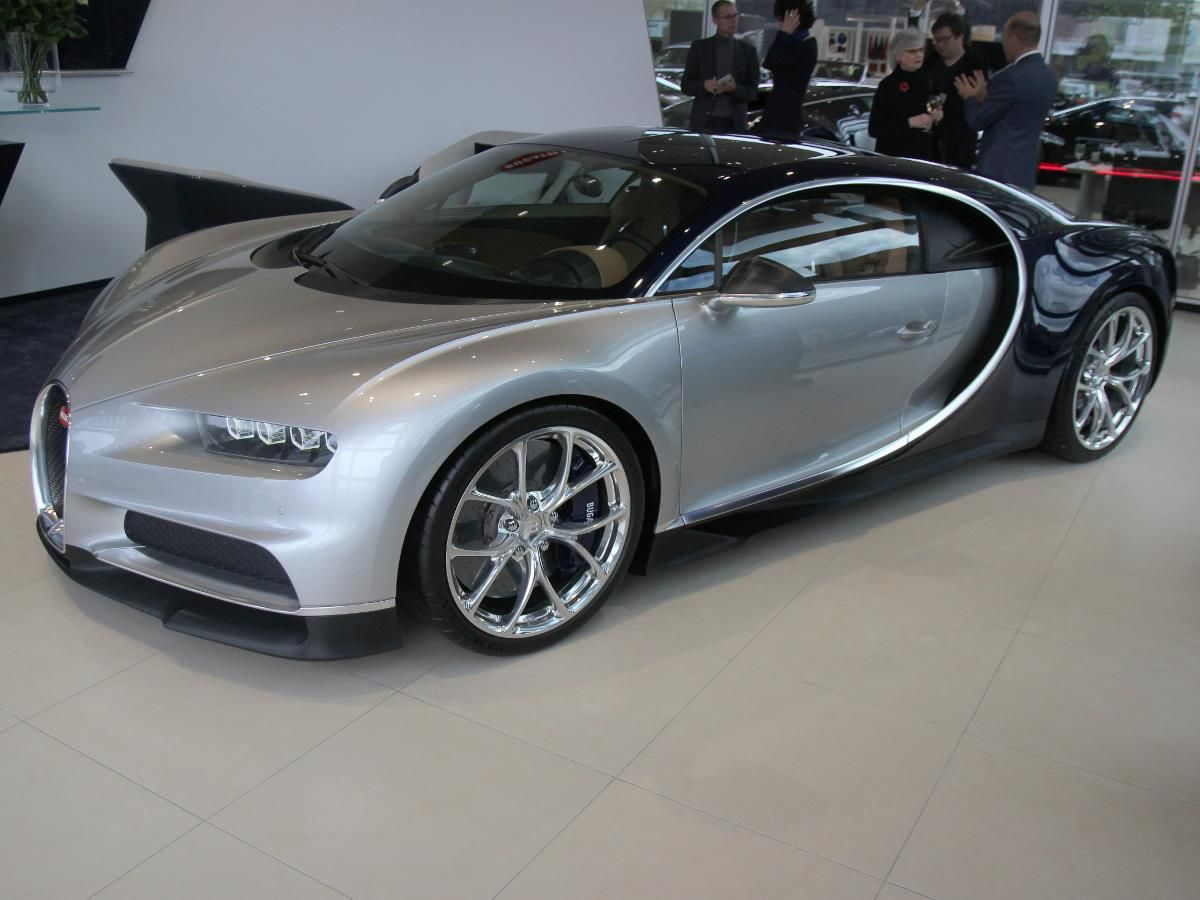 Bugatti ouvre son showroom à Düsseldorf