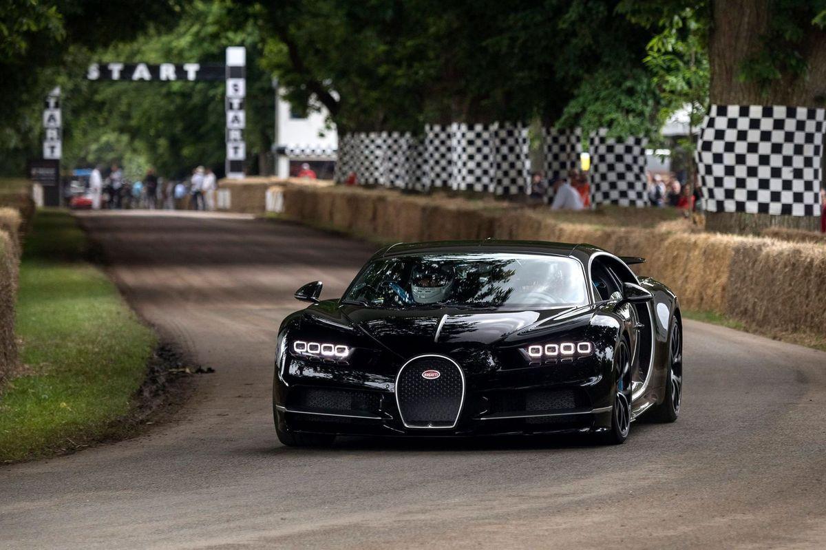 Lord March pilote la Bugatti Veyron à Goodwood