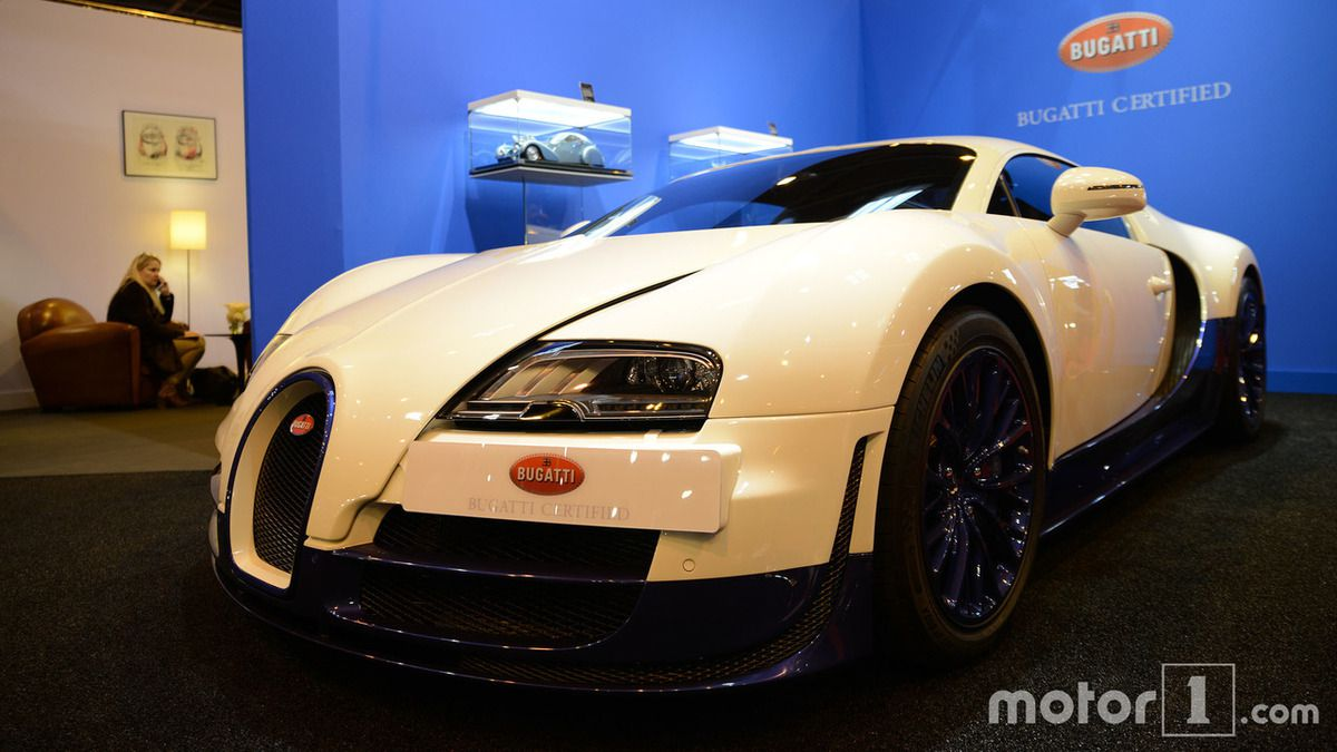 bugatti expose 2 veyron au salon r tromobile 2017 bugatticars. Black Bedroom Furniture Sets. Home Design Ideas
