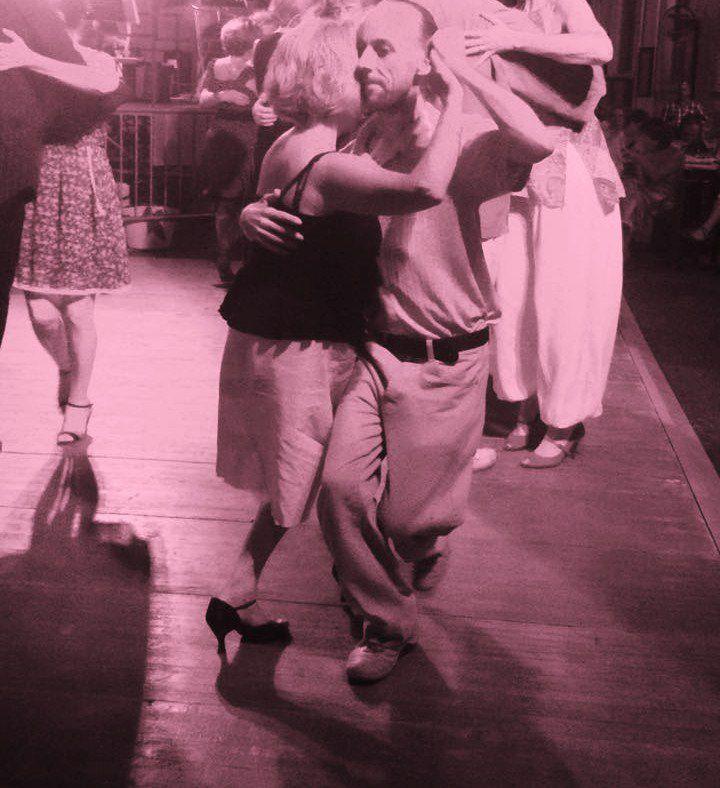 Illustrer mes textes de plume tanguera par l'image et la vidéo - insérer ma vie de danseur social dans mon blog, une cohésion nécessaire au sein de mon travail  (photo prise par JP, un ami qui aime le tango mais ne le danse pas!)