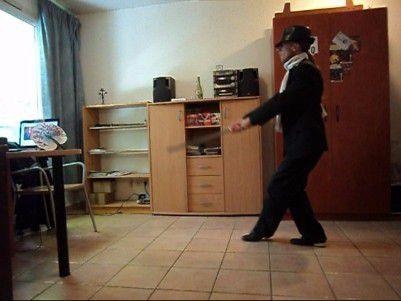 Dans le guidage du tango, il faut avoir une vision claire de ce que l'on veut guider. Comment guider une danseuse si l'on ne fait que se projeter mentalement sur elle, avec une figure que l'on veut faire passer par la force? La bonne clef pour déverrouiller un abrazo maudit, c'est de placer déjà sa conscience dans son propre corps.