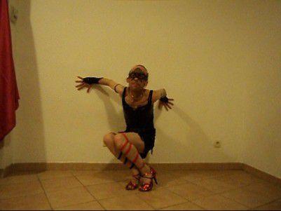 Tout Paris ou carrément Buenos Aires, folle de tango et de danse en couple, amoureuse de Fred Astaire et de Coccinelle, je ne savais pas qui choisir comme modèle, pour chemin de vie, alors j'ai décidé d'être ce que je suis, femme délicieusement séquestrée dans mes remparts, près de ma Sorgue apaisante! Mademoiselle Plume, pour vous servir... en técnica para la Mujer ~ Abrazo fuerte ~