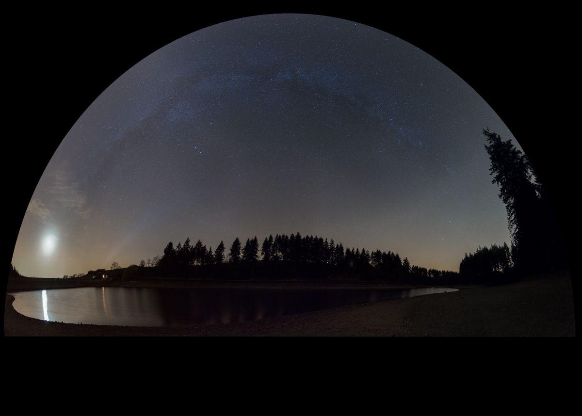 Lune et étoiles au barrage