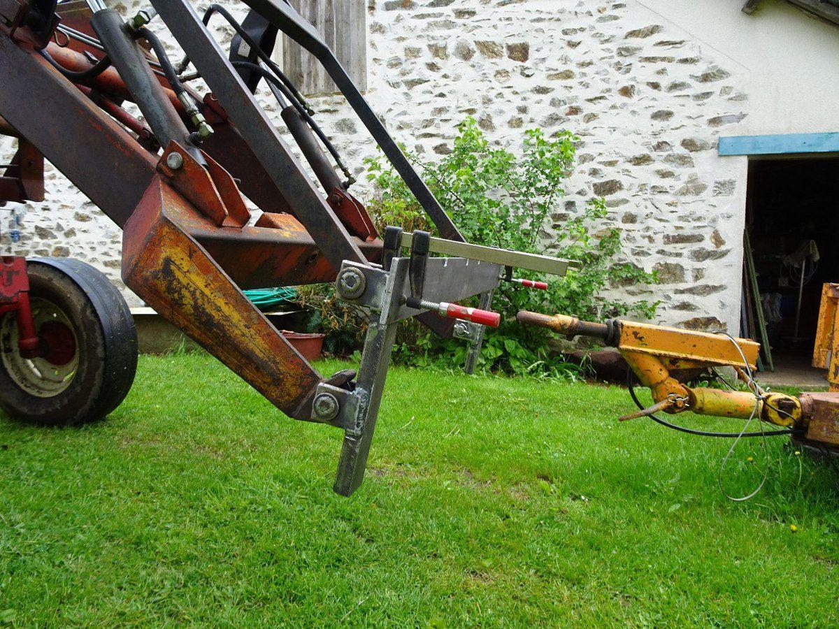 Installation de fourches de chariot élévateur sur le chargeur du 733