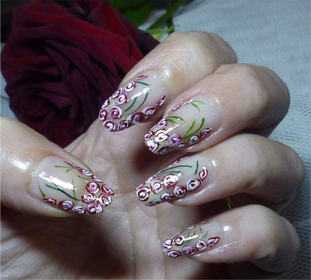 "Nail art ""petites roses au pinceau""."