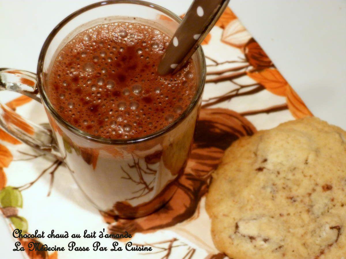 Chocolat chaud au lait d'amande et noisettes